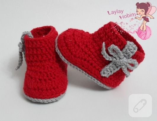 Red knitted baby boots | SCARPETTE NEONATI | Pinterest