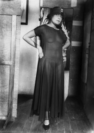 Лиля Брик в прозрачном платье.  Автор фото: Александр Родченко, 1928 год.