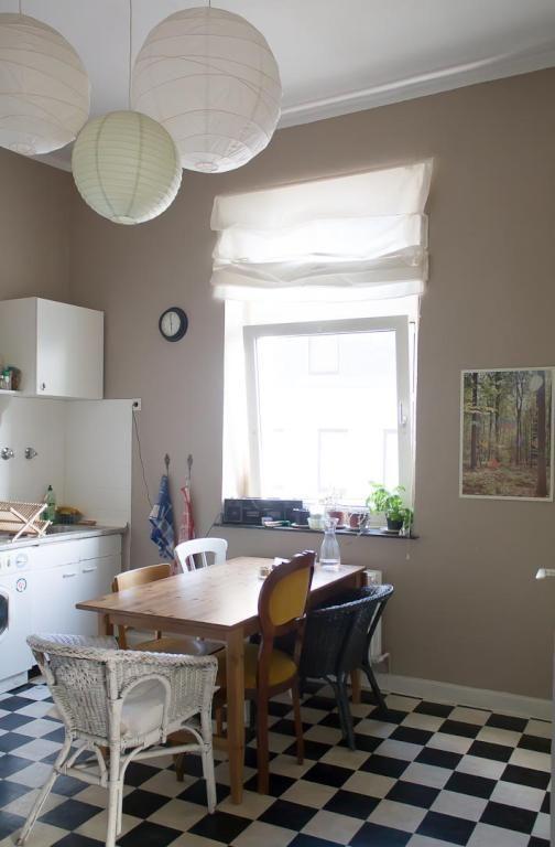Gemutliche Dusseldorfer Kuche Apartment Kitchen Wg Zimmer Haus Deko Wohnzimmer Gemutlich