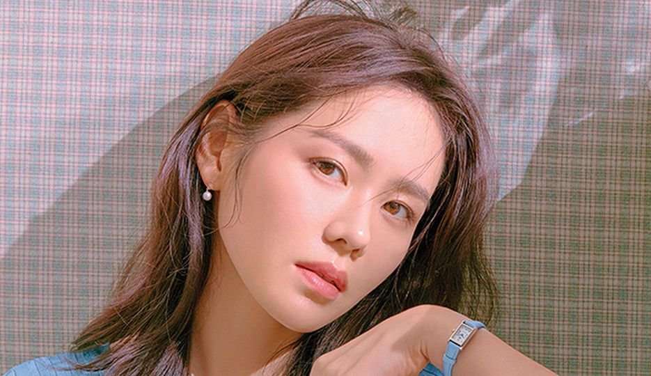 How Son Ye-Jin Does Her Hair and Makeup in Crash Landing