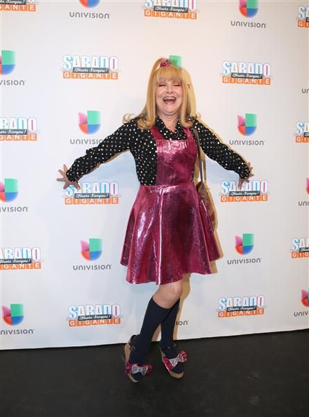 """""""La Cuatro"""" se despide en el final de """"Sábado Gigante"""", en el que destacó durante cerca de 40 años en el show conducido por Don Francisco durante 53 años, en Miami, el 19 de septiembre de 2015."""