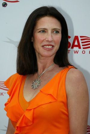 Mimi Rogers Bra Size, Measurements, Height and Weight