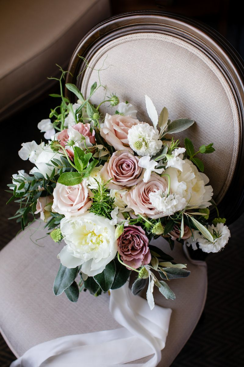 Relaxed And Loose Hand Tied Bridal Bouquet Created By Eden Blooms Florist From Quicksand Rose C Cream Bridal Bouquet Ivory Wedding Flowers Bridal Bouquet Fall