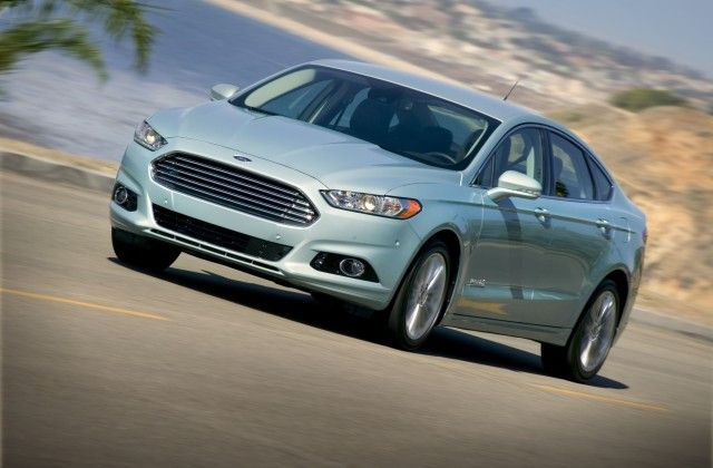 Reviewers Love That The 2013 Ford Fusion Hybrid Drive Like A Gas