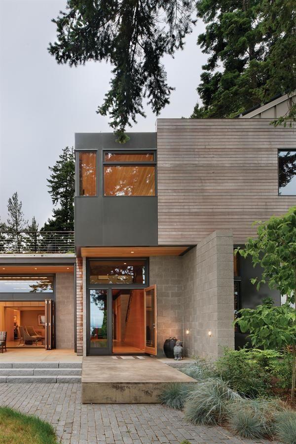 Architecture avec toit terrasse et matériaux avec bois clair