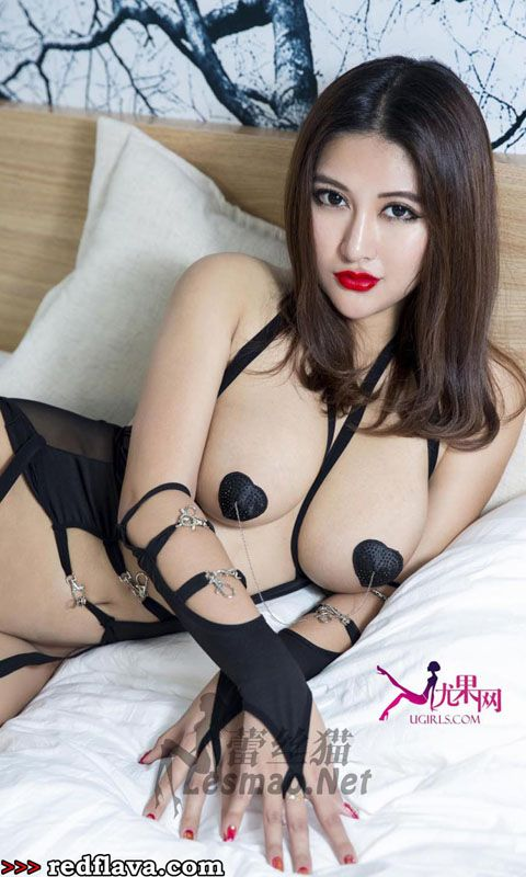 Super hot asian babe does 69 with white stud 2