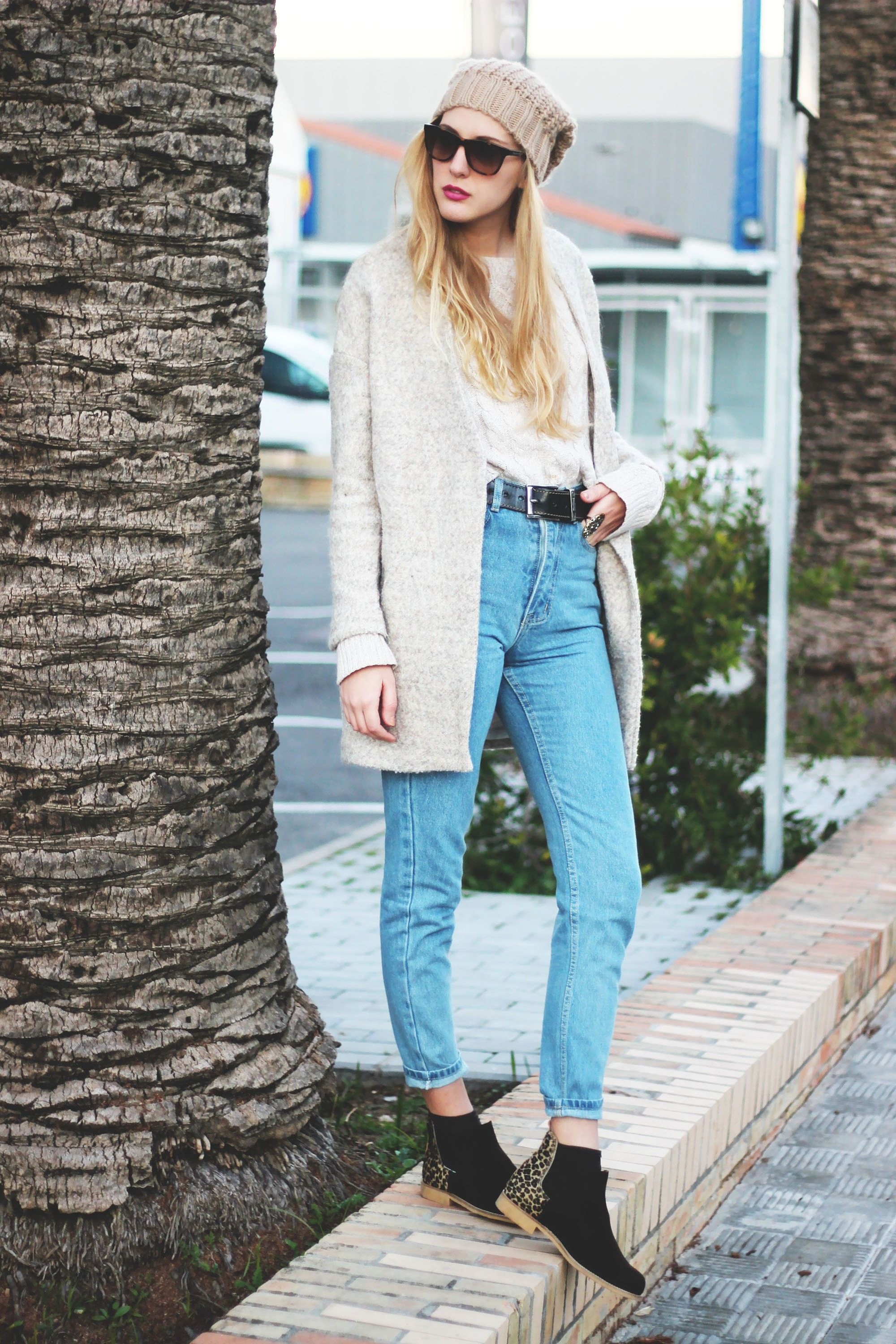how to style mom jeans for work