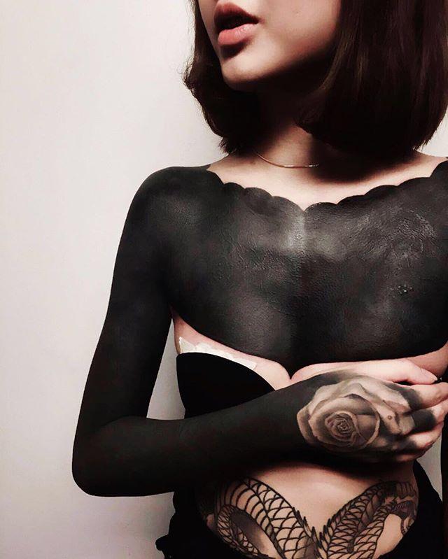 @joleenlzh  #b_tattoo #blackink #black #darkartists #darkartist #black #blackbody #blacktattoo #blackworktattoo #blackworkers_tattoo #blackworkerssubmission #onlyblackart #onlyblacktattoo #onlyblacktattoos #girltattoo