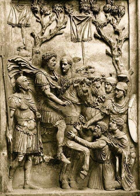 - Bárbaros germanos piden clemencia a Marco Aurelio victorioso . El Emperador de raices béticas , filósofo , gran estratega y gobernante benévolo ./tcc/