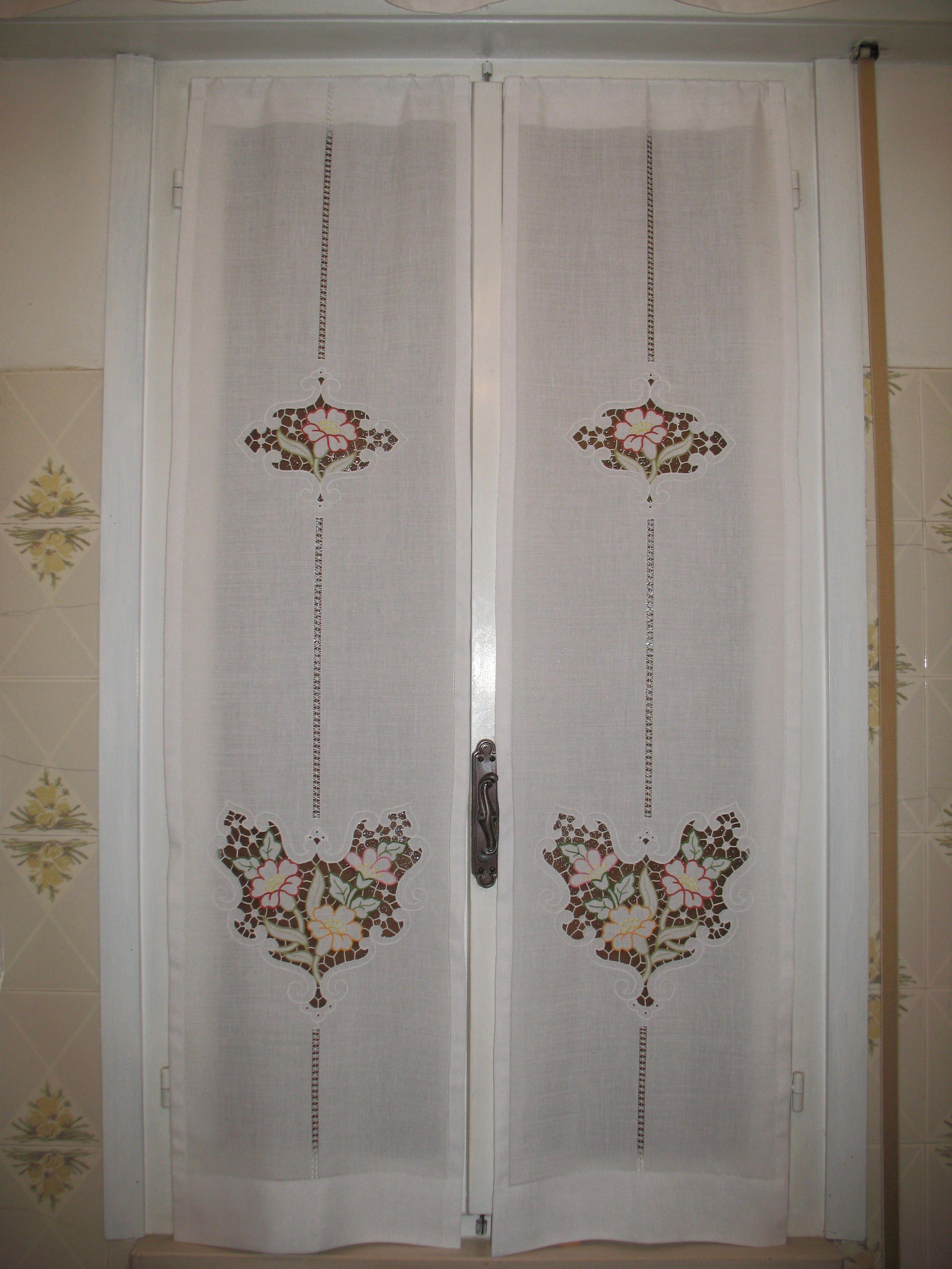 Tendine cucina a intaglio dall 39 album di barbara69 tende pinterest bordado cortinas e - Tende ricamate per cucina ...