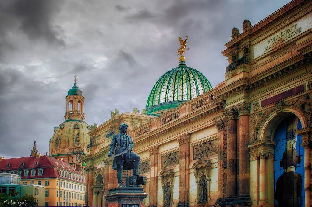 Photo Of Dresden Gottfried Semper Denkmal Museum Festung Dresden Und Im Hintergrund Die Frauenkirche Barcelona Cathedral Taj Mahal Cathedral