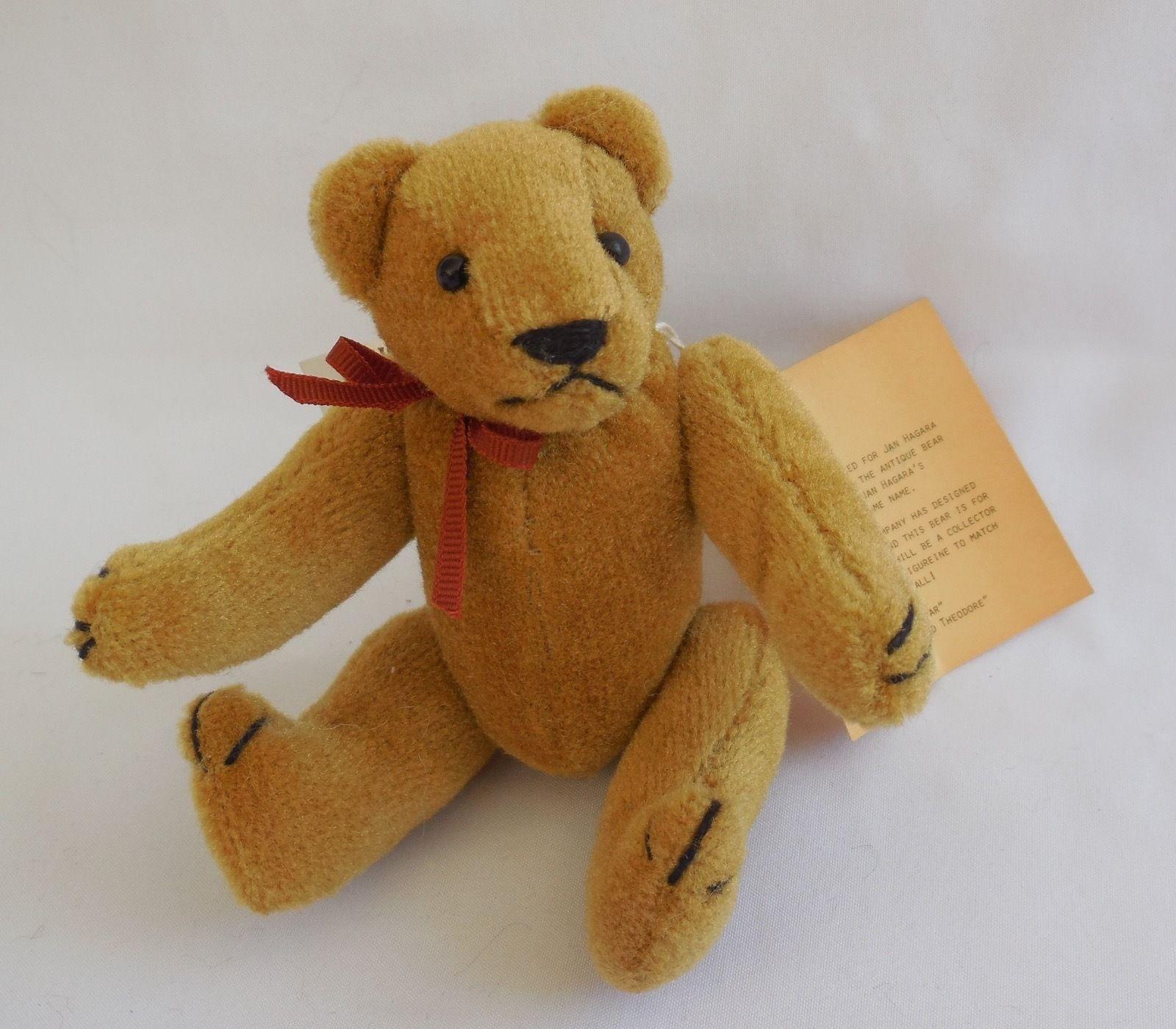 Jan Hagara Figurines: Linda Speigel Bearly There Artist Cristina's Bear For Jan