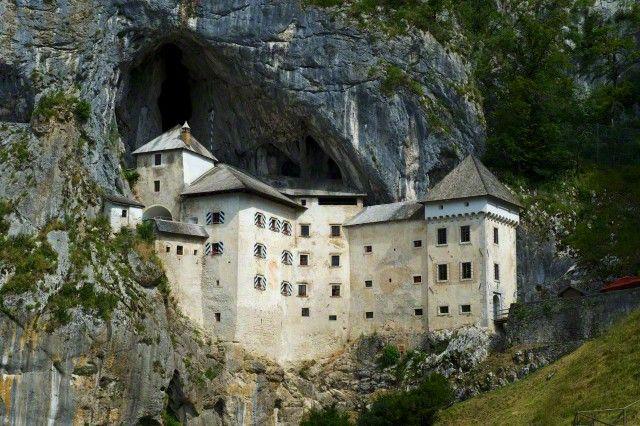 chateau de predjama