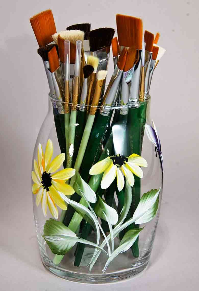 Very clever idea to hold all of your paint brushes to see them at one stroke painting painting glasses painting brushes paint brushes reviewsmspy