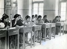 A photo of a classroom full of women from Seva Sadan in 'Poona' from 1935 #Pune Photo by Herbert Tichy