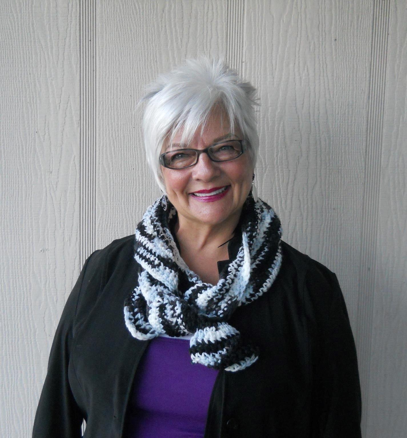 white hair...lovely | Grey hair and glasses, Short thin hair