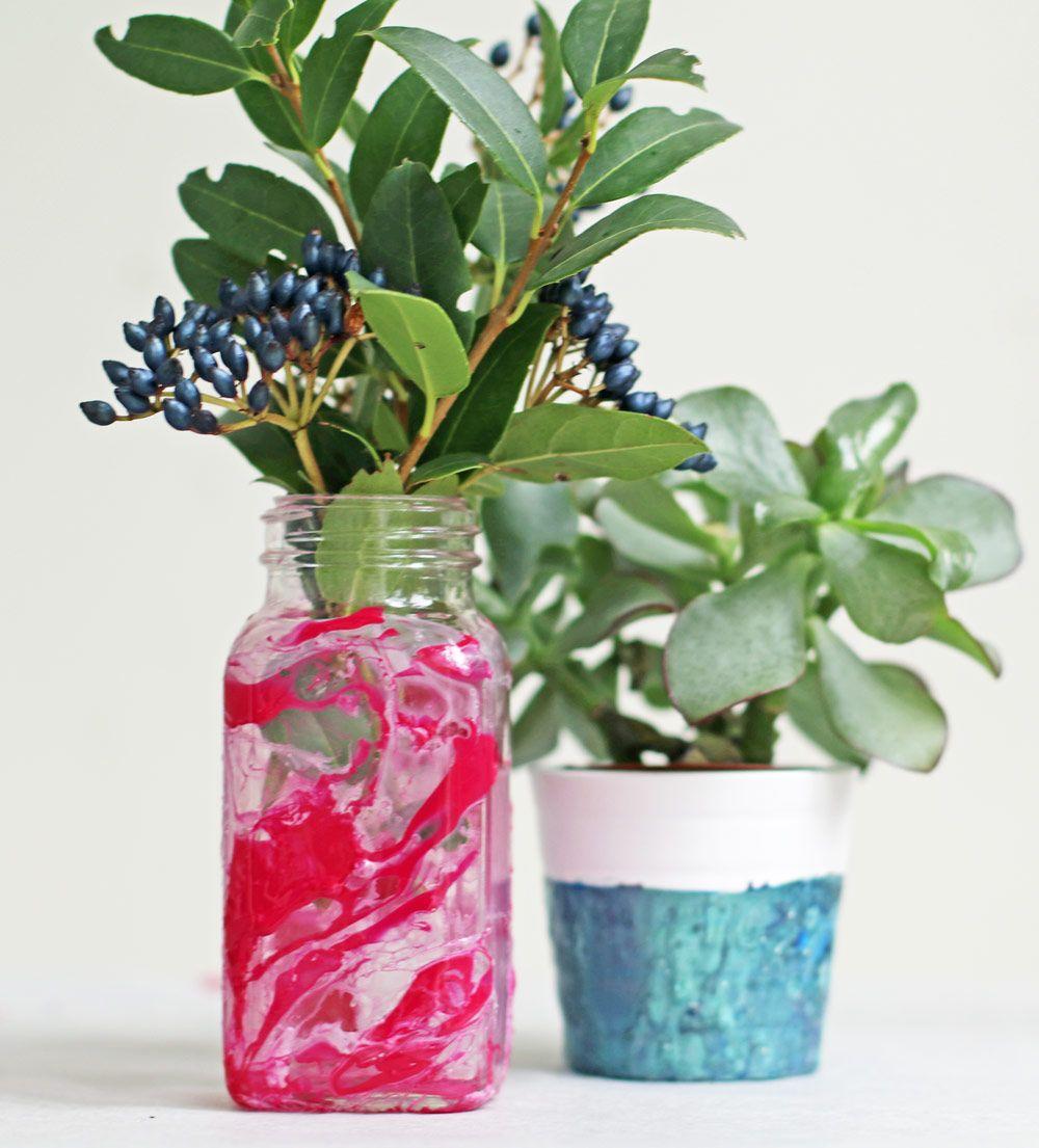 Beauty-Recycling: DIY-Blumentöpfchen im Marmorlook mit Nagellack ...