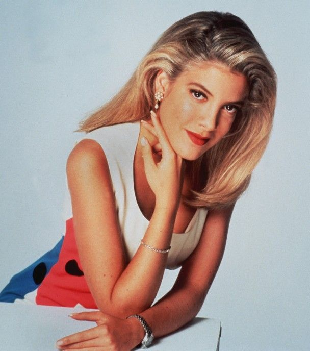 Tori Spelling | 90s hair | Pinterest | Beverly hills 90210 and TVs