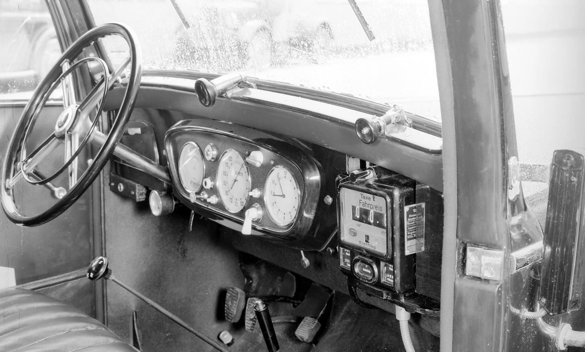 1971 mercedes benz o302 bus daimler ag de auto mercedes benz de - Daimler Motoren Gesellschaft Supplied The World S First Motorized Taxi Mercedes Benzstate