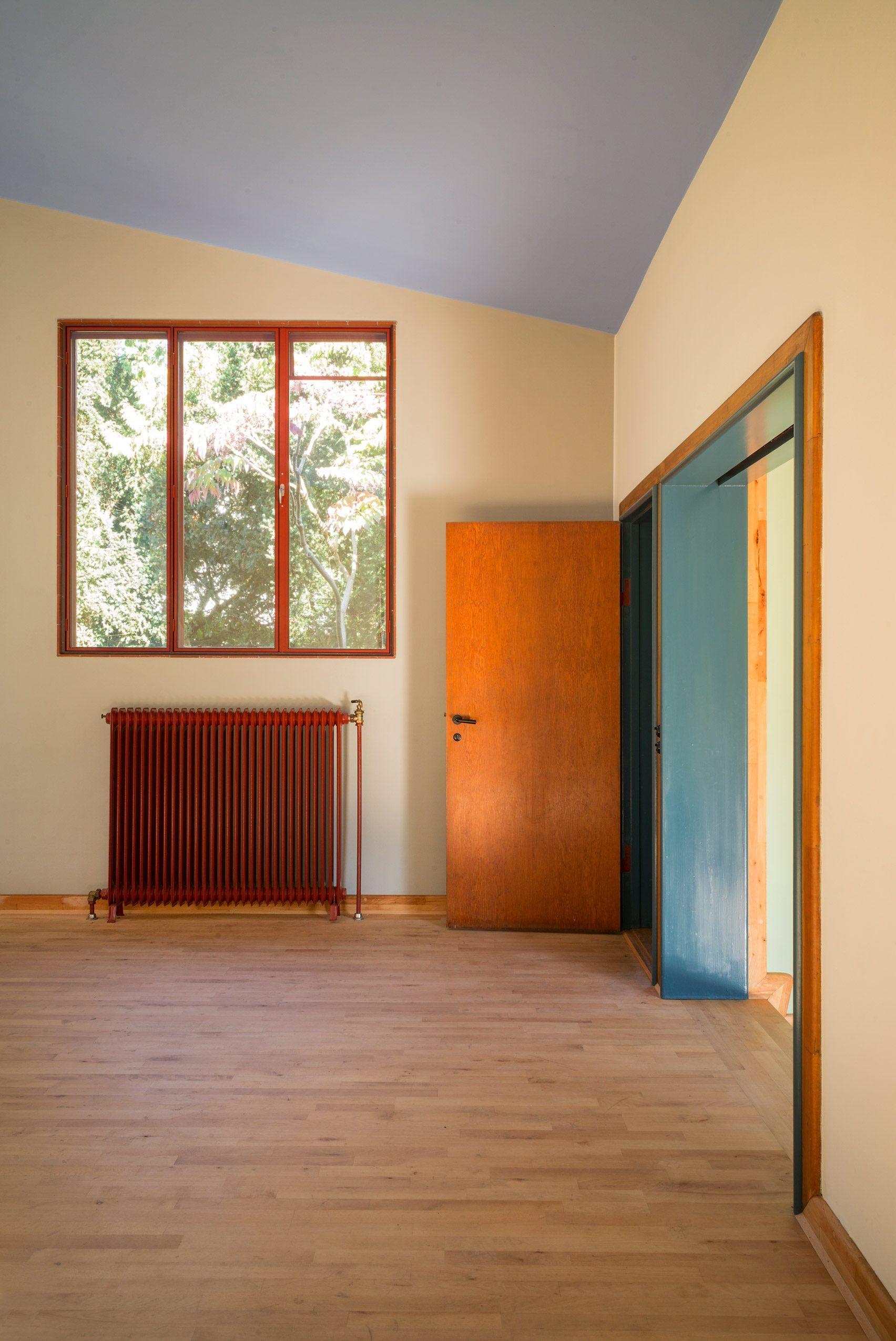 Danish Functionalist Poul Henningsen S Home Designed By Henningsen In 1937 For His Family And Located Outside Copenhagen Interior Arkitekter Og Boligindretning
