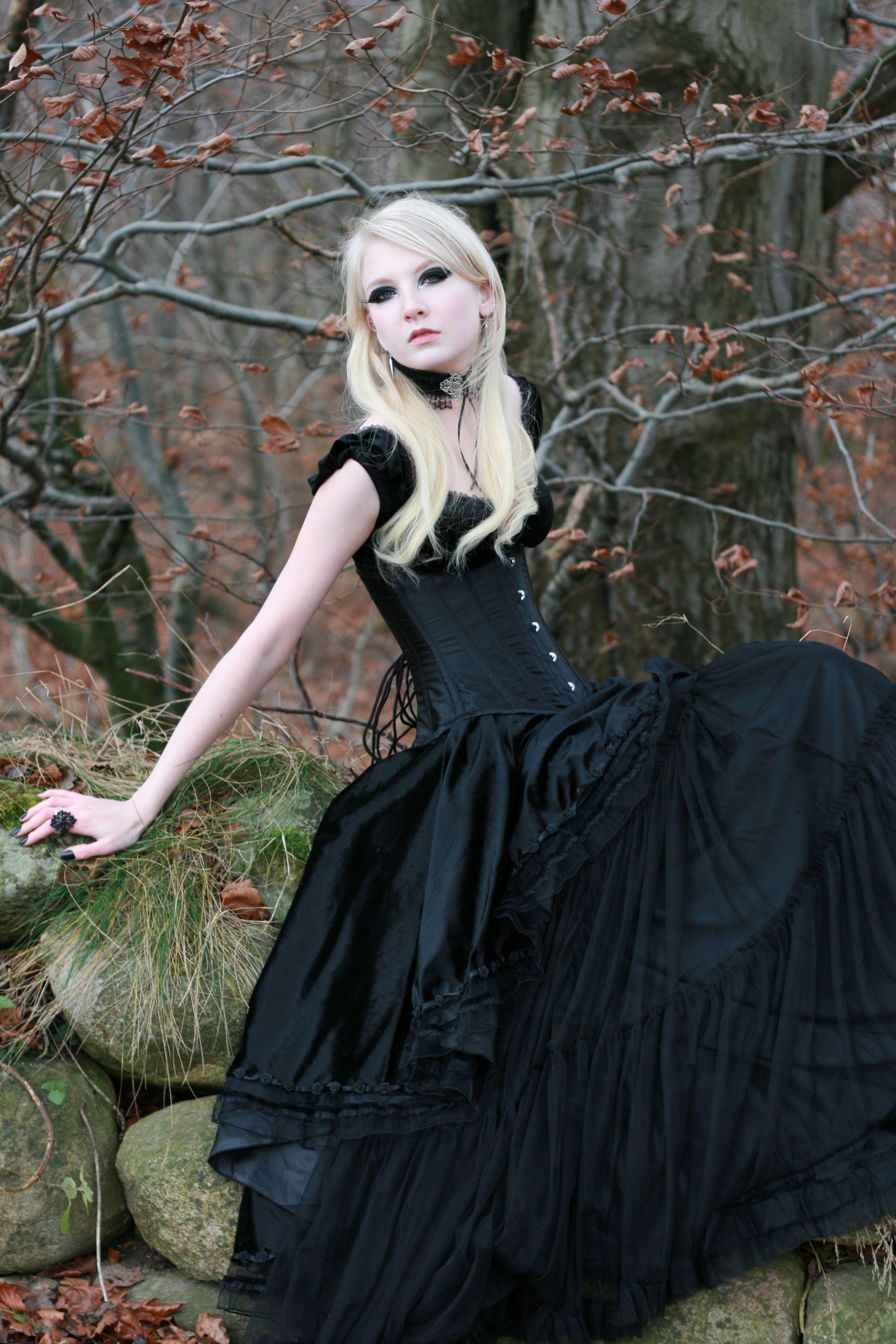 Gothic Gown Maria Amanda deviantart.com |