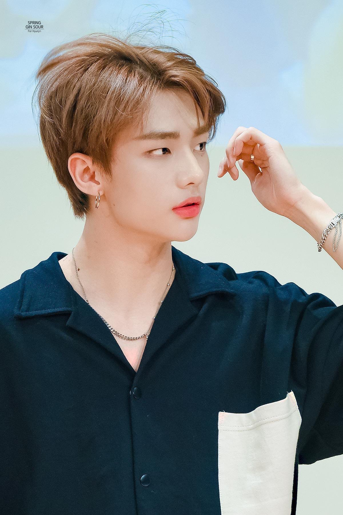 Pin By R E N On Hyunjin In 2020 Kpop Idol Idol Kpop