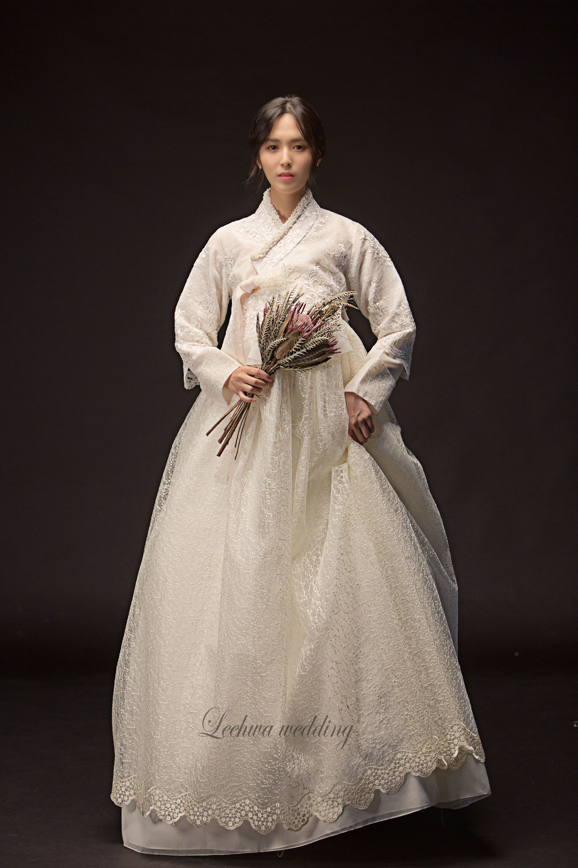MODERN BRIDAL HANBOK by LEEHWA에 있는 LeeHwa Wedding and