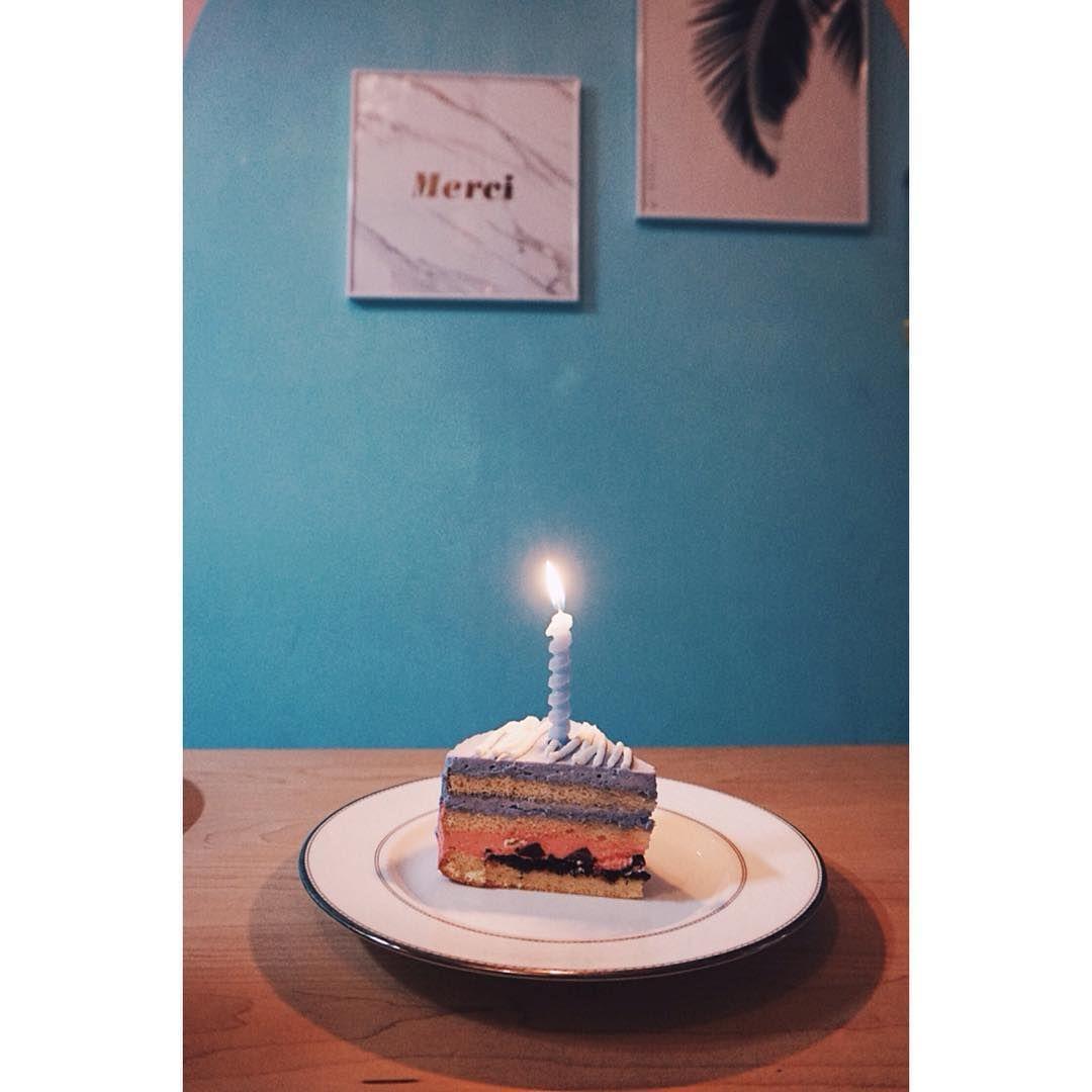 "48 Likes, 1 Comments - @a.m.iae on Instagram: ""_ 예쁜데 맛도 좋은 바테 마루 케이크:) #새해복많이 #올해는더행복하게 #도깨비소환 #바나나테이블 #케이크 #bananatable #cake"""