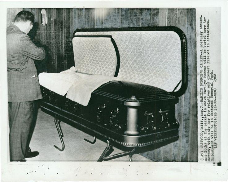 Marilyn monroe in her casket the empty casket marilyns