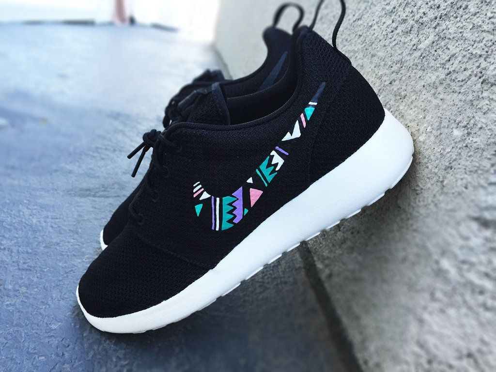 e11c3669c65c1 Nike Roshe Custom design