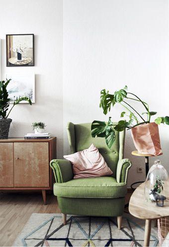Sessel In Grun Rosa Kissen Holz Ikea Wohnung Wohnung Einrichten Zuhause