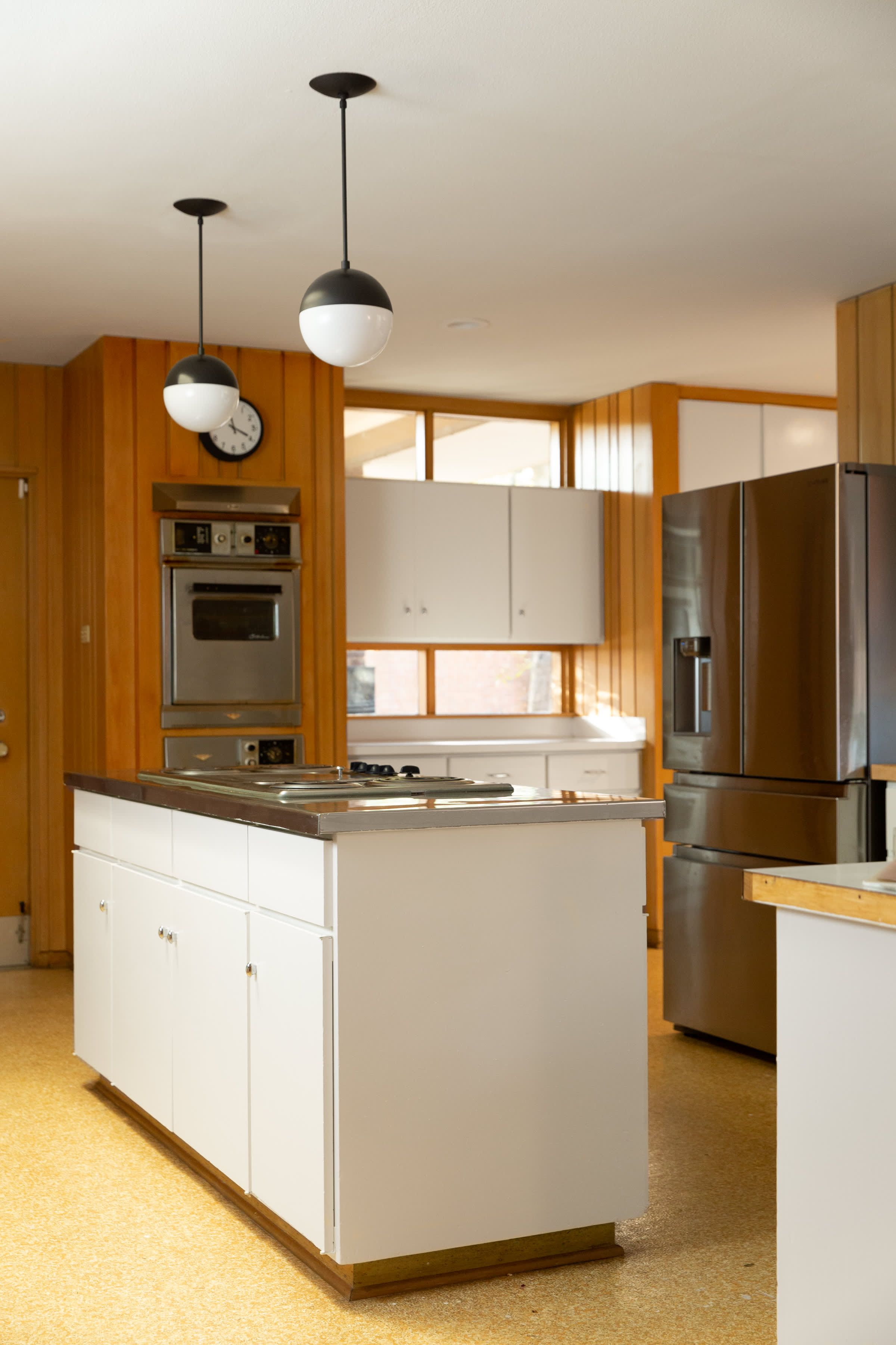 This Couple Went Hunting For Antiques At An Estate Sale And Ended Up Buying The House 1960s House Mid Century Modern Kitchen Renovation