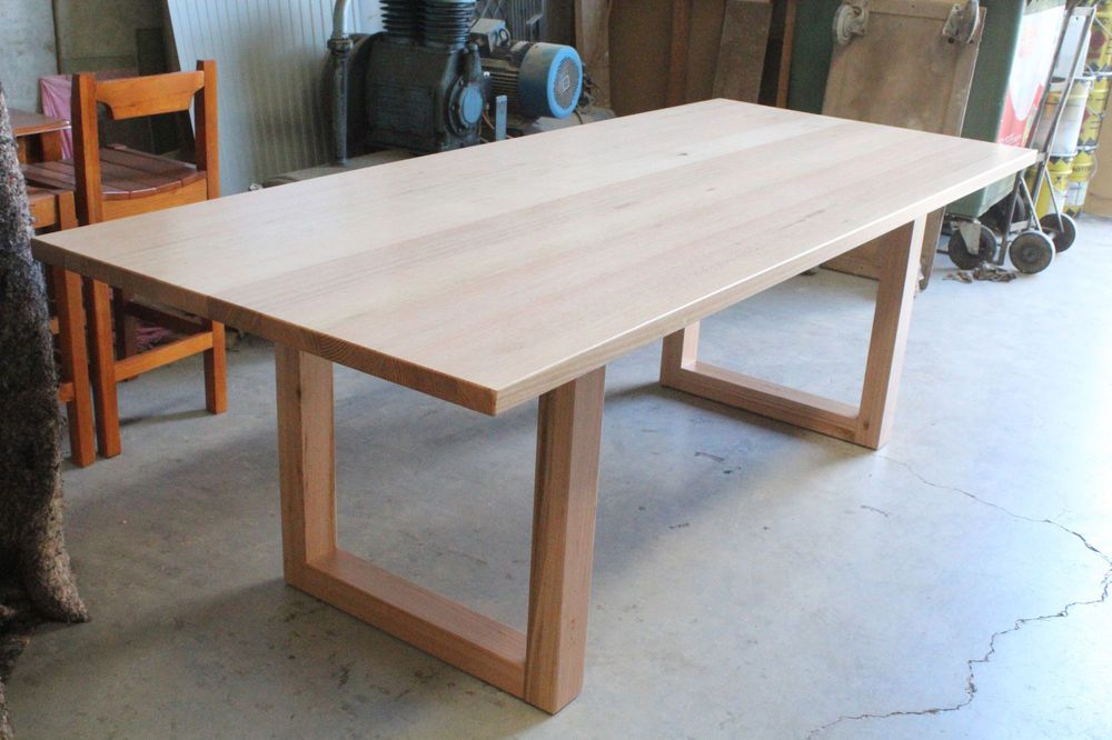 Solid Tasmanian oak dining Table Excellent Condition Dinning