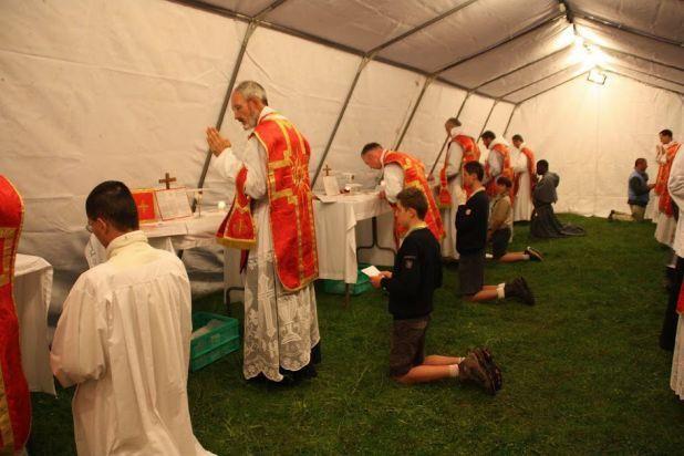 Missas Privadas durante a peregrinação de Pentecostes na França