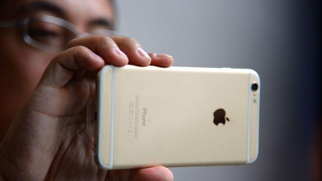 Apple: la croissance des ventes de l'iPhone tombe presque au point mort Check more at http://info.webissimo.biz/apple-la-croissance-des-ventes-de-liphone-tombe-presque-au-point-mort/