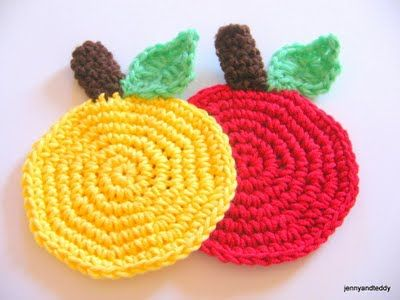 easy apple crochet coaster free pattern- posavasos de ganchillo con ...