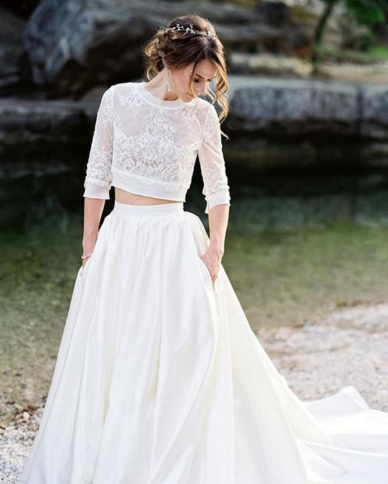 Mid-drift and pockets wedding dress | Delicate lace and Modern ball skirt