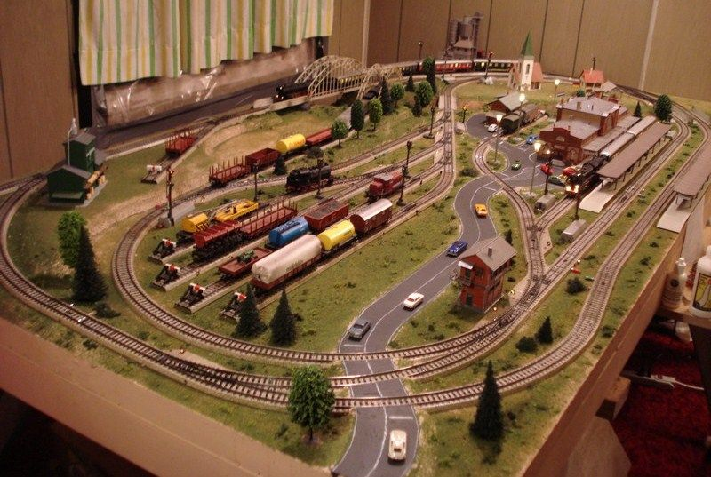 Model train layout 20 projects to try pinterest - Ho scale layouts for small spaces concept ...