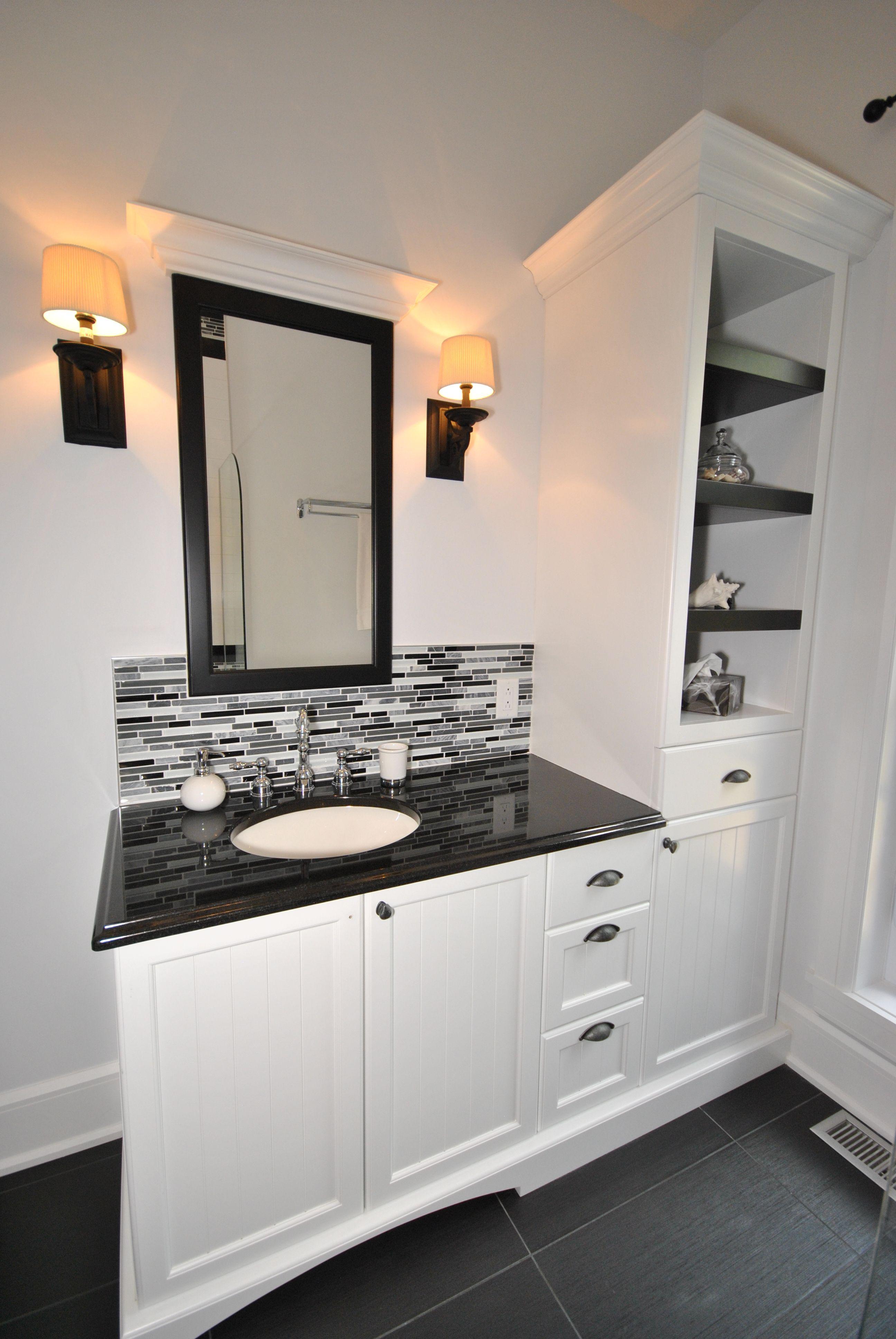 Salle de bain des invit es classique noir et blanc salle for Salle de bain classique