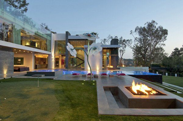 Ultra-modern Summit House in Beverly Hills