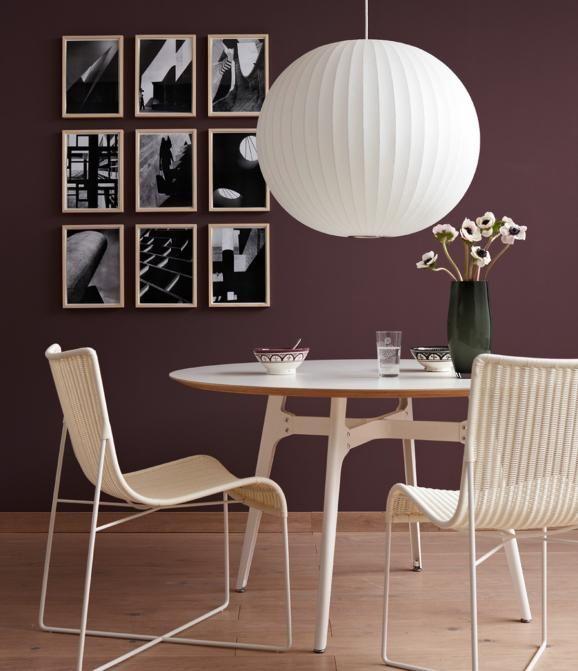 Wandfarbe in Braun mit Möbeln und Fußboden aus hellem Holz - schlafzimmer einrichten braun