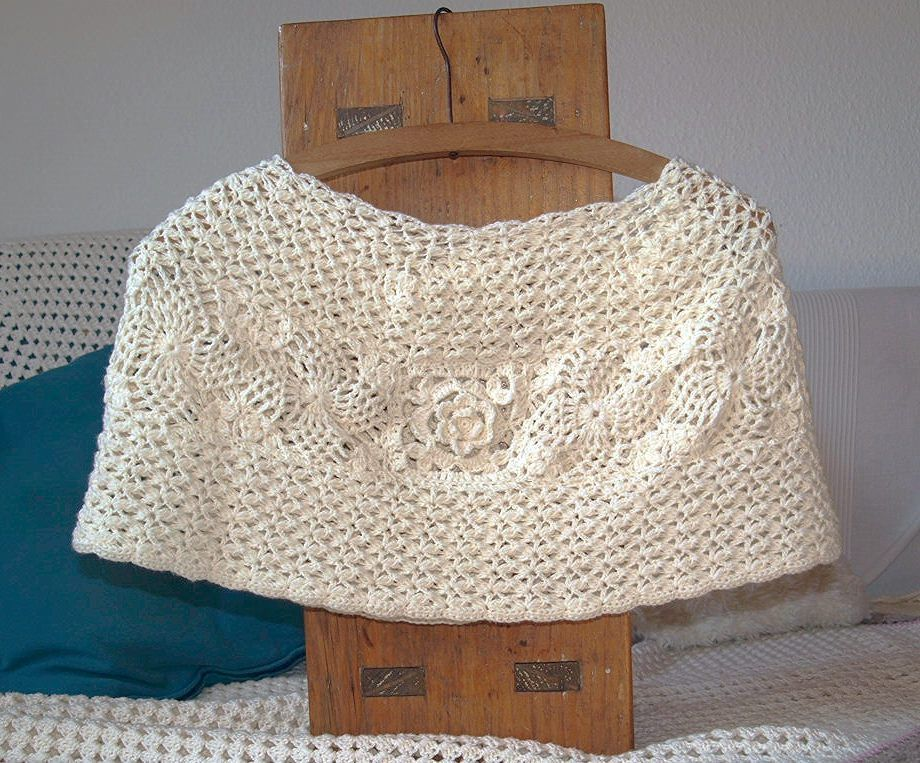 Crochet Capelet - Secrets in the Briars free pattern | crochet ...