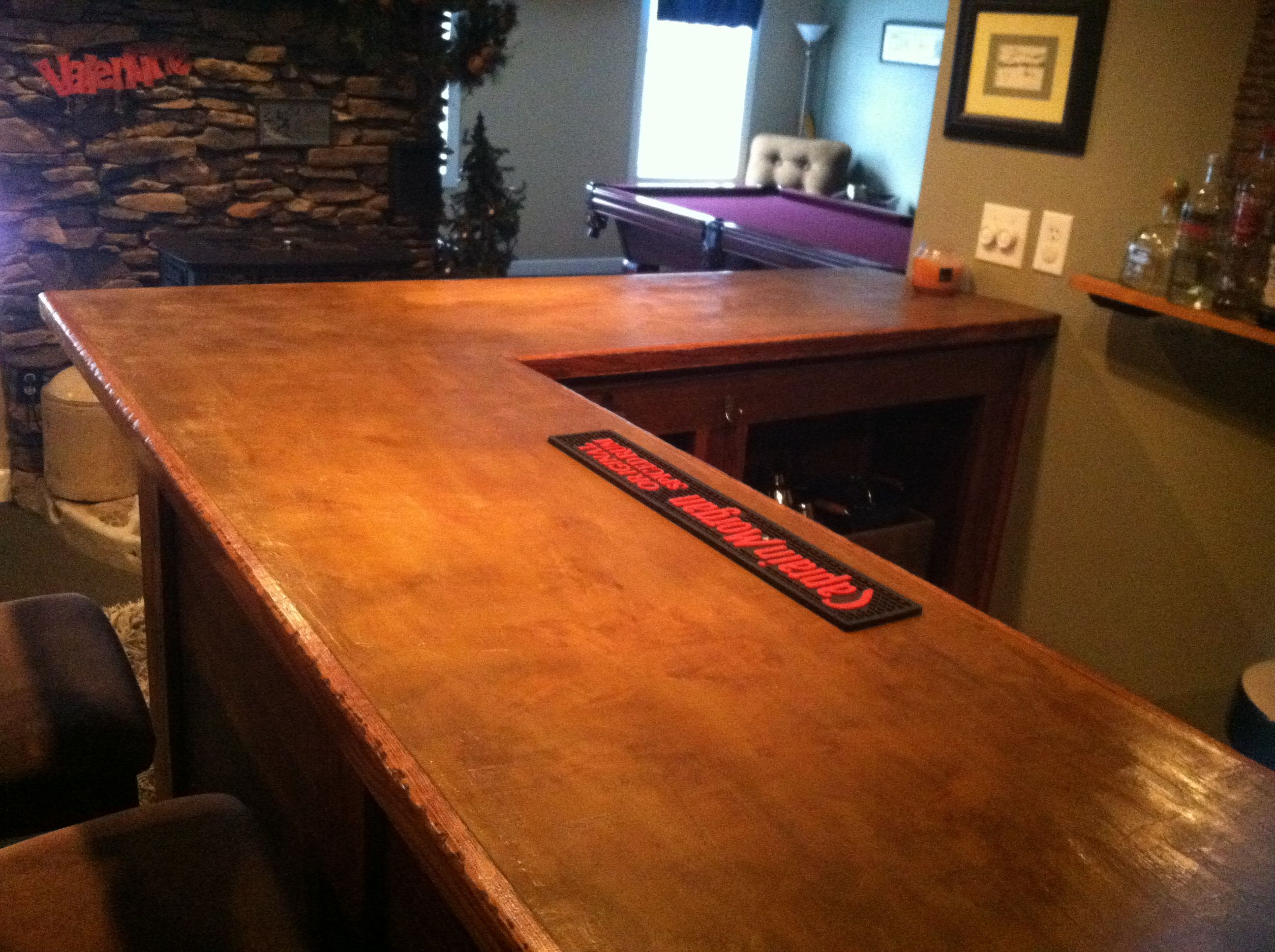 Acid stained concrete bar top ditch the capt morgan 39 s bar for Concrete bar top ideas