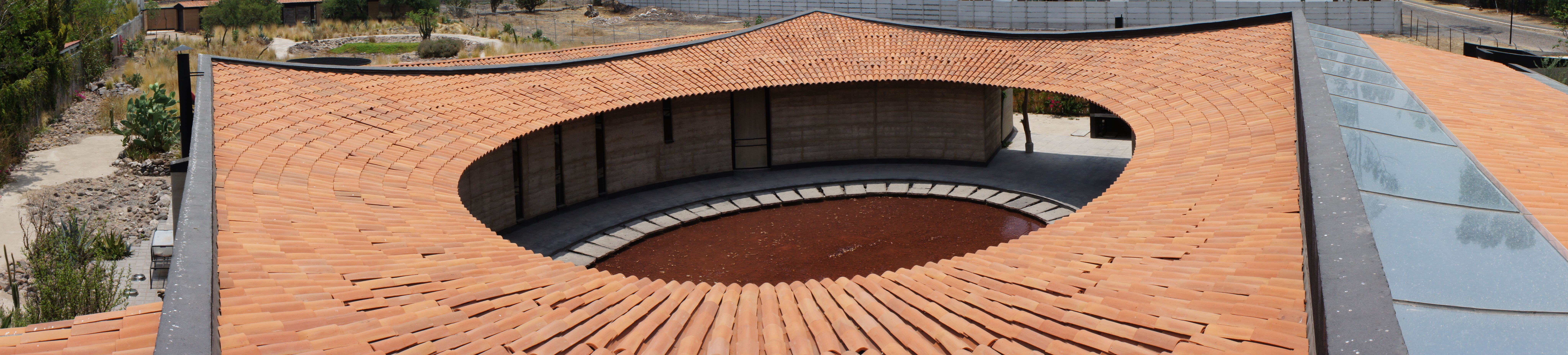 Patio Central. Rammed Earth / Tapial