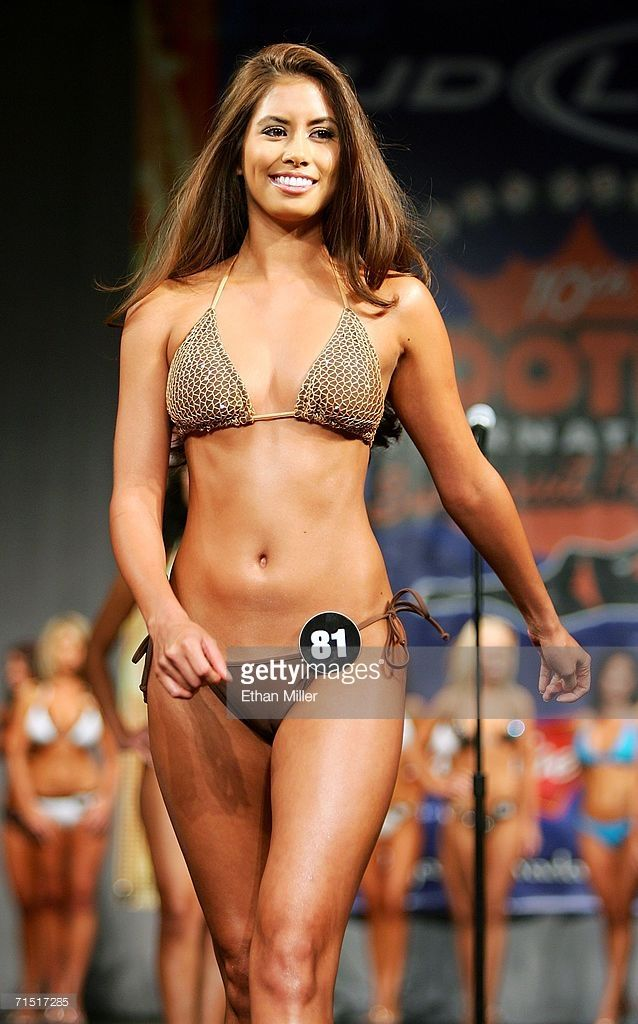 2006 bikini contest hooters las vegas
