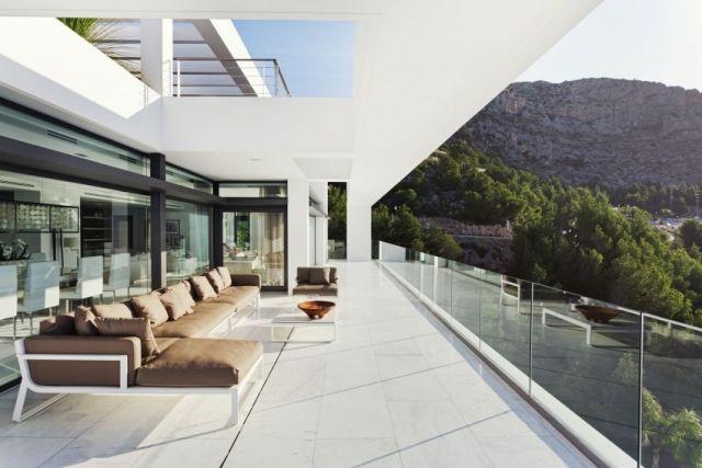 balkon-ueberdacht-lounge-sofa-glas-gelaender-rahmenlos | Terrasse ...