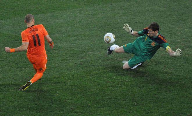 Casillas Collects Golden Glove Award Goalkeeper Iker Casillas Real Madrid Team