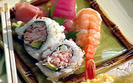 Prawn sushi rolls Recipe by Food Network Kitchens : Food Network UK