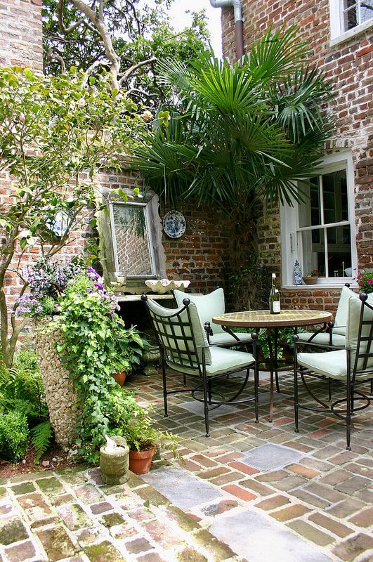Historic charleston courtyard garden gardens patios and for Courtyard landscaping pinterest