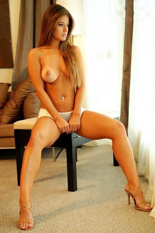 Hot nude curvy girl brazilia